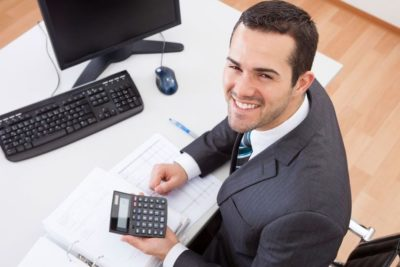 comptable à son bureau